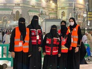 91fc01741ce57 أكثر من 100 فتاة متطوعة يتقنّ 5 لغات يقدمن الترجمة للمعتمرين والزوار بالمسجد  الحرام