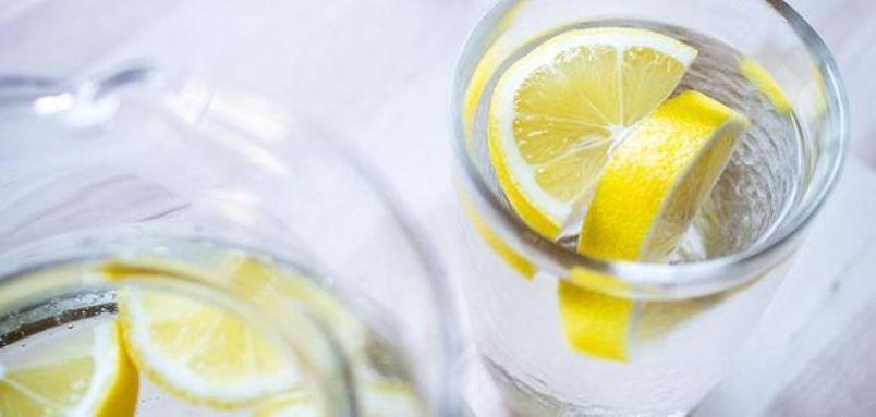 الماء مع الليمون: