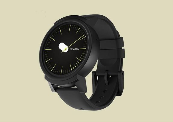 a9be414ee0fb9 تك ووتش ئي Ticwatch E  أفضل ساعة ذكية منخفضة السعر، وتعمل بنظام Wear OS  التابع لجوجل، وهي مزودة بشاشة OLED، ونظام تحديد المواقع جي.بي.إس GPS،  ومقاومة للماء.