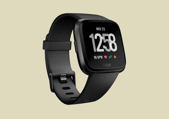 71a8487e97c18 فيتبت فيرسا Fitbit Versa  هي أحدث محاولات فيرسا في عالم الساعات الذكية،  وشبيهة بالساعة فيتبت أيونيك لكن بدون جي.بي.إس، وتملك تصميما أكثر جاذبية،  ووصفها ...