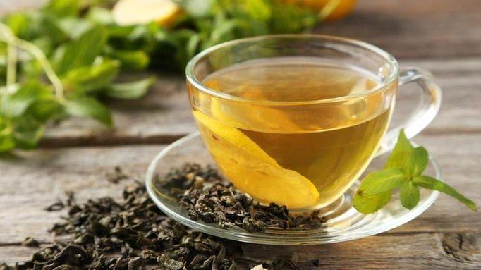 الشاي الأخضر: غني بالعناصر الغذائية ومضادات الأكسدة التي تساعد على تعزيز حرق الدهون