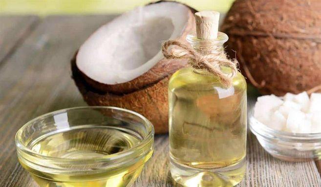 زيت جوز الهند: يمكن استخدامه كبديل عن الدهون والزيوت غير الصحية في الأطعمة والمشروبات.