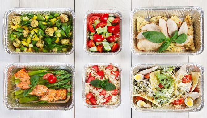 كذلك تقسيم الوجبات اليومية وتناول وجبات صغيرة الحجم عددها أكبر خلال اليوم مفيد لعملية حرق الدهون.